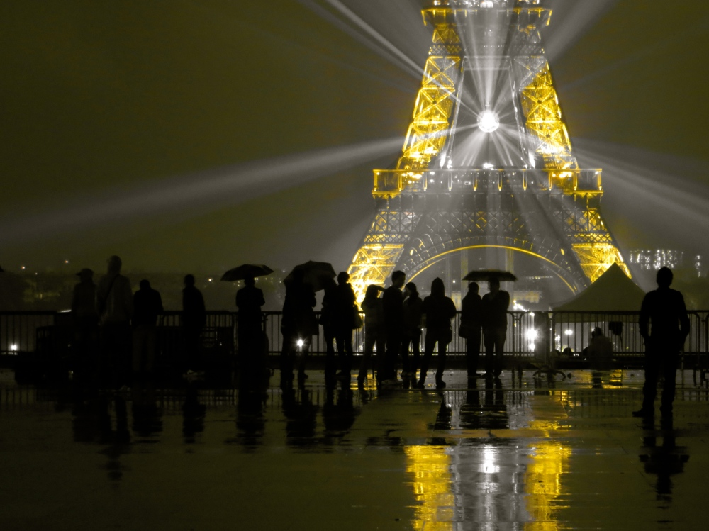 Another picture of Trocadero in the pouring rain.