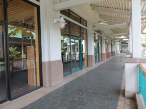 Not a soul in sight at the Aloha Tower...not at all what it was like when I 'lived' there.